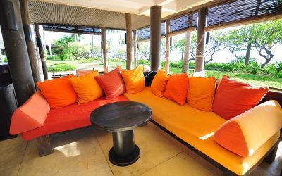 Редовното пране на мебелите запазва цвета им